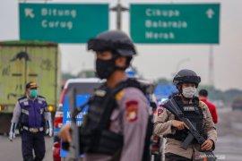 Polisi siaga pengamanan penyekatan daerah cegah COVID-19 di Garut