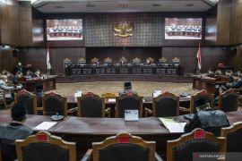 Hakim MK sebut dugaan pemalsuan tanda tangan, MAKI cabut gugatan UU No 2/2020