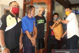 Dinsos P3A Bali berikan 261 paket sembako kepada atlet disabilitas