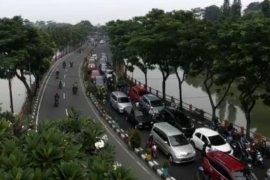 Hari pertama PSBB, terjadi kemacetan di perbatasan Surabaya-Sidoarjo