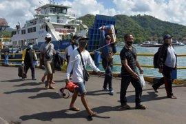 Pelabuhan Padangbai beroperasi secara terbatas