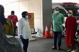 Wali Kota Risma semangati para dokter di RSUD Soewandhie Surabaya