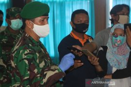 TNI salurkan masker dan sembako untuk tenaga medis dan jurnalis di Bengkulu