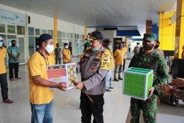 Polisi - TNI bakti sosial  syukur kenaikan Polda Malut  ke tipe A