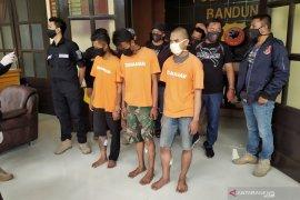 Polrestabes Bandung tangkap dua pemuda penganiaya lansia