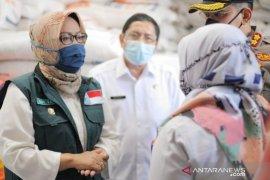 Bupati Bogor borong 18.000 ton beras Bulog untuk paket bansos