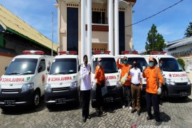 Adaro donates five ambulances to help handle COVID-19 in South and Central Kalimantan