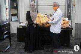 Bantuan APD dari pengusaha busana muslim untuk HST