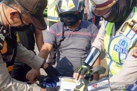 Polsek Sukaraja Bogor hukum pelanggar PSBB dengan baca Al-Quran