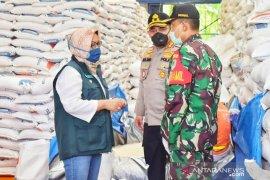 TNI dan Polri kawal distribusi bansos beras di Bogor