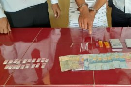 Sepasang kekasih diamankan dari rumah sewaan, polisi temukan 19 bungkus sabu