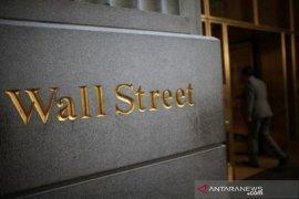 Wall Street lebih rendah karena aksi ambil untung di tengah data suram