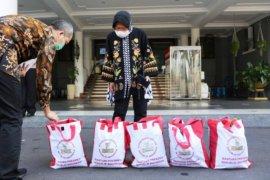 "Kemasan bansos berlabel ""Bantuan Presiden"", Mufti Anam bilang tidak perlu dipersoalkan"