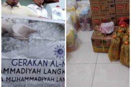 Warga perserikatan Muhammadiyah Langkat bagikan sembako
