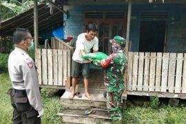 Koramil Sungai Ambawang salurkan bantuan beras ke daerah pelosok Kabupaten Kubu Raya