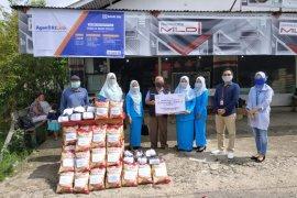Ikatan wanita BRI Putussibau salurkan bantuan sembako di Danau Kayan