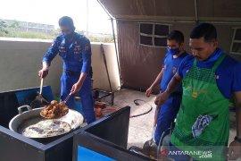 Ditpolairud Polda Aceh salurkan bantuan COVID-19 untuk pekerja Bandara
