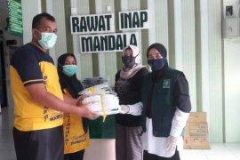 Fatayat NU Lebak salurkan APD ke RSUD Adjidarmo untuk tenaga medis