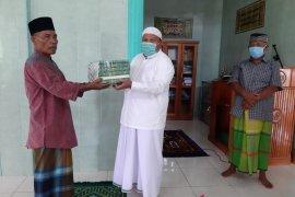 Delmeria Sikumbang salurkan Al Quran dan sirup untuk masjid se-Kota Sibolga