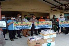 Masyarakat Tionghoa bagikan 3.200 masker buat warga Stabat Kabupaten Langkat