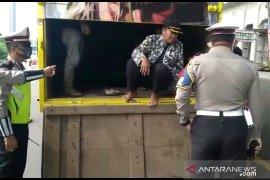 Polisi pergoki truk angkut pemudik