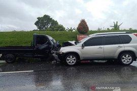 Laga kambing Nissan Xtrail-pickup Grandmax, Bambang dan Minanijar tewas