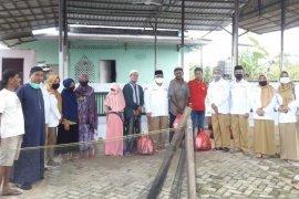 Berbagi Sembako, Jauhar Ajak Warga Doakan COVID-19 Cepat Berakhir