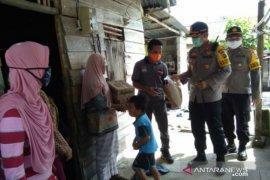 Jurnalis dan Polres Bangka Tengah bersinergi salurkan sembako