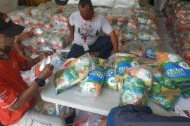 PMI salurkan 3.380 paket sembako untuk warga Jakarta Barat dan Selatan