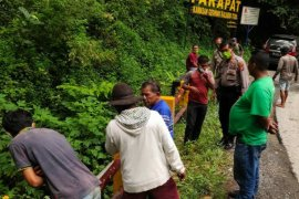 Pencari ranting kayu temukan kerangka manusia di bawah jembatan kawasan di Parapat
