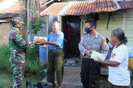 TNI-Polri bagikan seribu nasi kotak jelang berbuka puasa