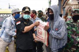 Pemkab Malang salurkan 1,5 ton beras untuk pekerja informal
