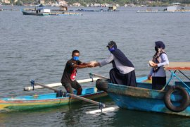 KKP bagikan puluhan ribu nasi ikan untuk warga terdampak COVID-19