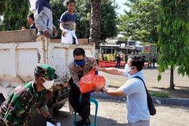 Bagi warga miskin, Pemkab Gowa distribusikan 50 ribu paket sembako