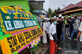 Alkah keluarga disiapkan untuk pemakaman Guru Zuhdi