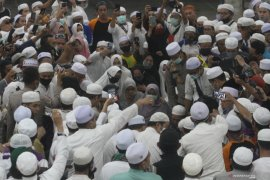 Kapolresta Banjarmasin turun ke liang lahat makamkan Guru Zuhdi