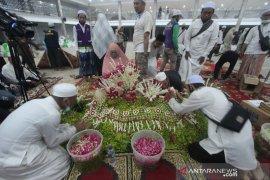 Pemakaman Ulama KH Ahmad Zuhdiannoor