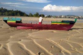 Tabrak tumpukan pasir, Kapal nelayan Sungailiat pecah