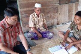 Guru di Batanghari sambangi siswa untuk mengajar karena keterbatasan akses