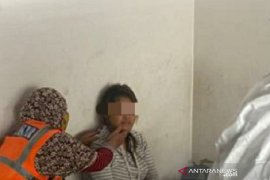 Polisi selamatkan nyawa seorang ibu yang berjuang sedirian melahirkan di emperan toko