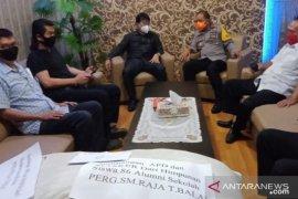 Dukung penanganan COVID-19, Alumni 86 Sisingamangaraja Tanjungbalai bantu APD dan masker