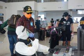 159 PMI yang tiba di Pelabuhan Benoa langsung jalani tes swab