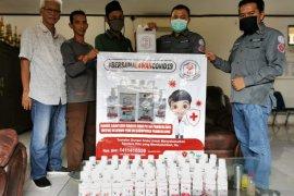 IAI Pandeglang donasikan puluhan botol sanitizer untuk wartawan