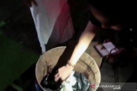 Warga laporkan youtuber ngeprank bantuan sosial kardus berisi sampah