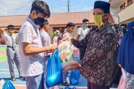 SMA di Banda Aceh bantu pelajar kurang mampu terdampak COVID-19