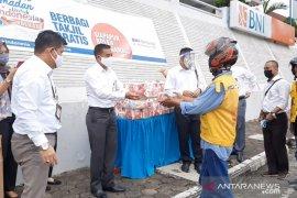 Berkah Ramadhan BNI Jambi berbagi paket buka puasa bagi pekerja informal