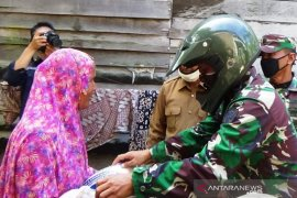 TNI-Polri amankan distribusi 1.442 paket bansos COVID-19 di Nagan Raya