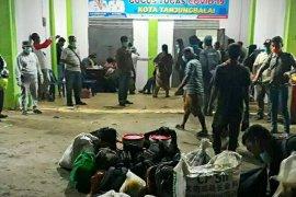 TNI AL kembali amankan 30 TKI ilegal dari Malaysia