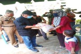 Bupati Langkat serahkan bantuan beras dan telur untuk 74.621 keluarga terdampak COVID-19