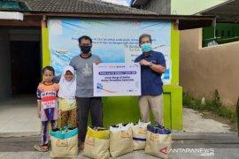 Pupuk Kaltim Berbagi 2020, Salurkan 100 Paket Sembako bagi Warga Samarinda